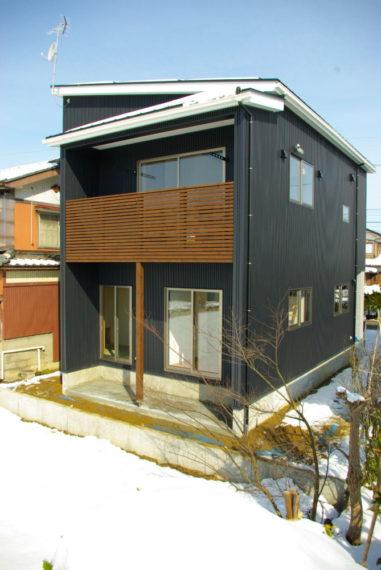 MONO(白) × KURO(黒)の家。/ 三条市 / S 様邸・新築