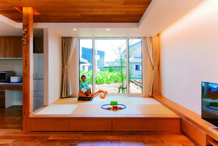 大きな窓で庭を眺める開放的な住まい/ 三条市 / S様邸・新築